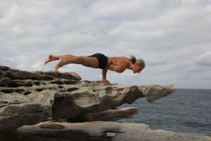 beach - onehanded plank